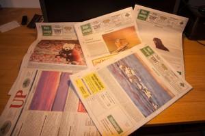 Några exemplar av Uddevalla-posten och tidningen Västsverige.