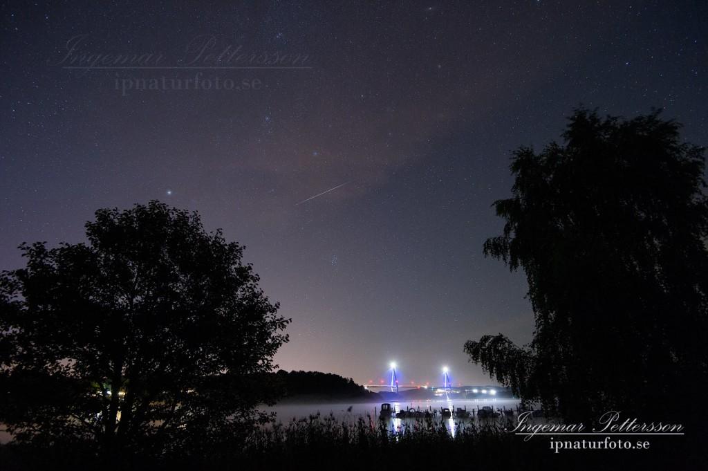 Synligt stjärnfall över Uddevallabron, flera stjärnfall var så kraftiga att de syntes i väl upplysta miljöer.