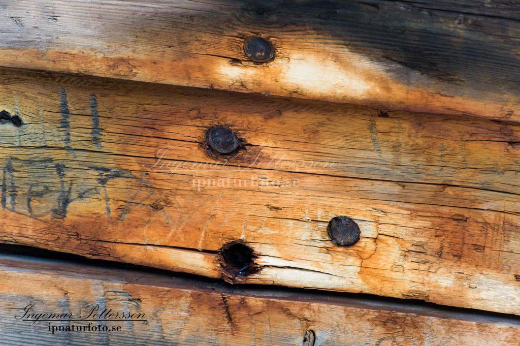 Swiks var rejält byggt i ek och fura med kraftiga metall bultar.